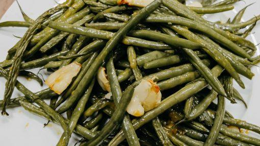 Bone Suckin' Garlic Green Beans