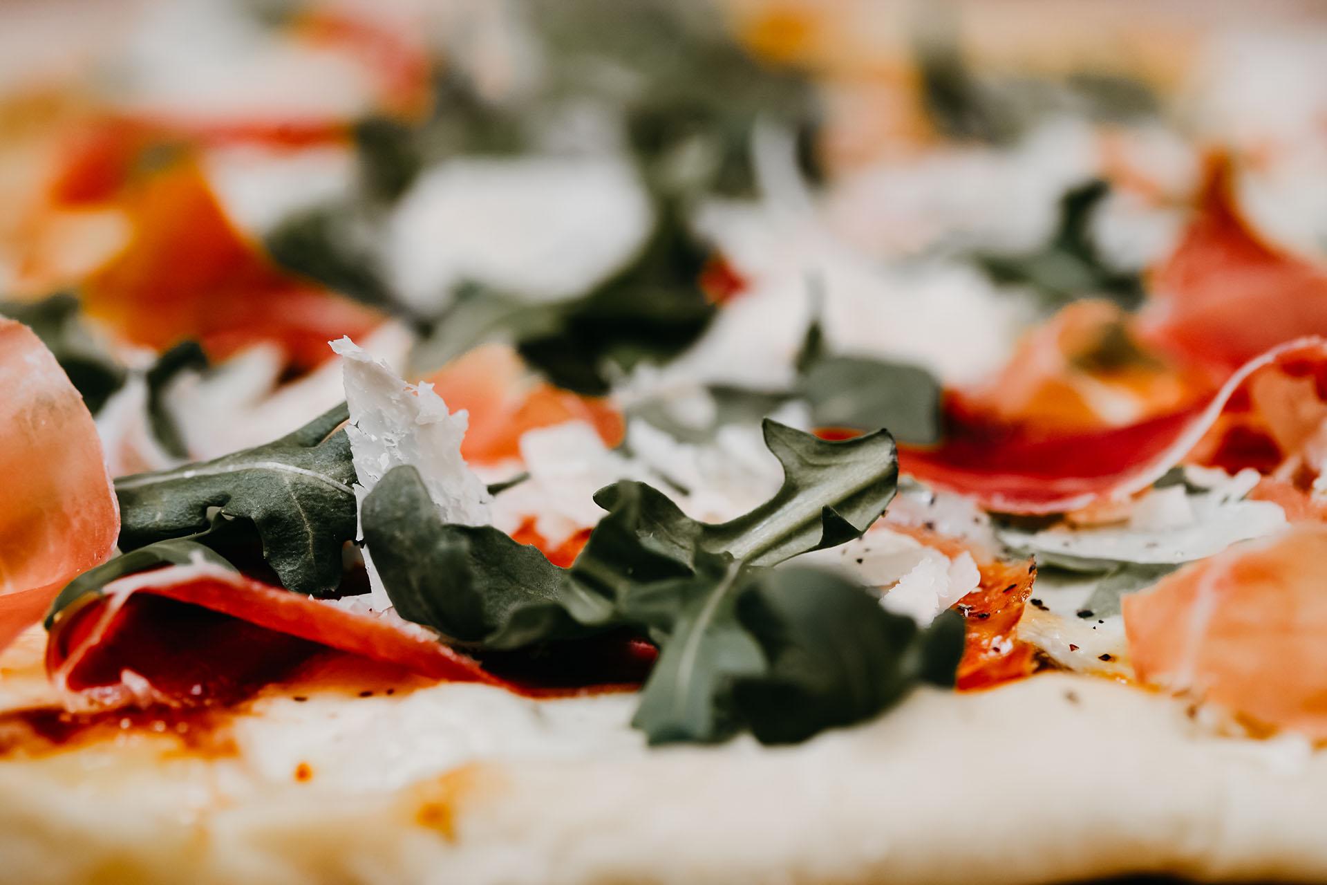Bone Suckin' Fig Prosciutto Arugula Pizza
