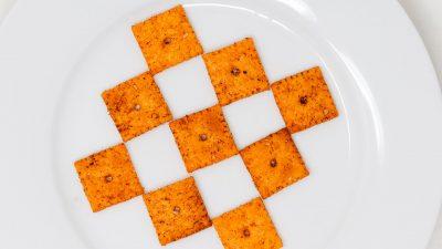 Bone Suckin' Cajun Cheese Crackers